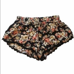 Vibe Black and Floral Flower  Lace Shorts XL Jrs